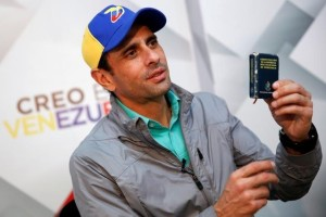 Venezuelan opposition leader and Governor of Miranda state Henrique Capriles holds a copy of the Venezuelan constitution as he speaks during an interview with Reuters in Caracas, Venezuela May 26, 2016. Credit: Reuters/Carlos Garcia Rawlins