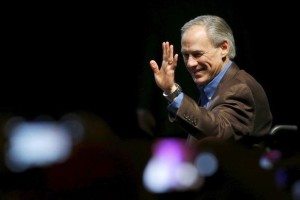 Texas Governor Greg Abbott speaks at a campaign rally for U.S. Republican presidential candidate Ted Cruz in Dallas, Texas February 29, 2016. Credit: Reuters/Mike Stone/Files