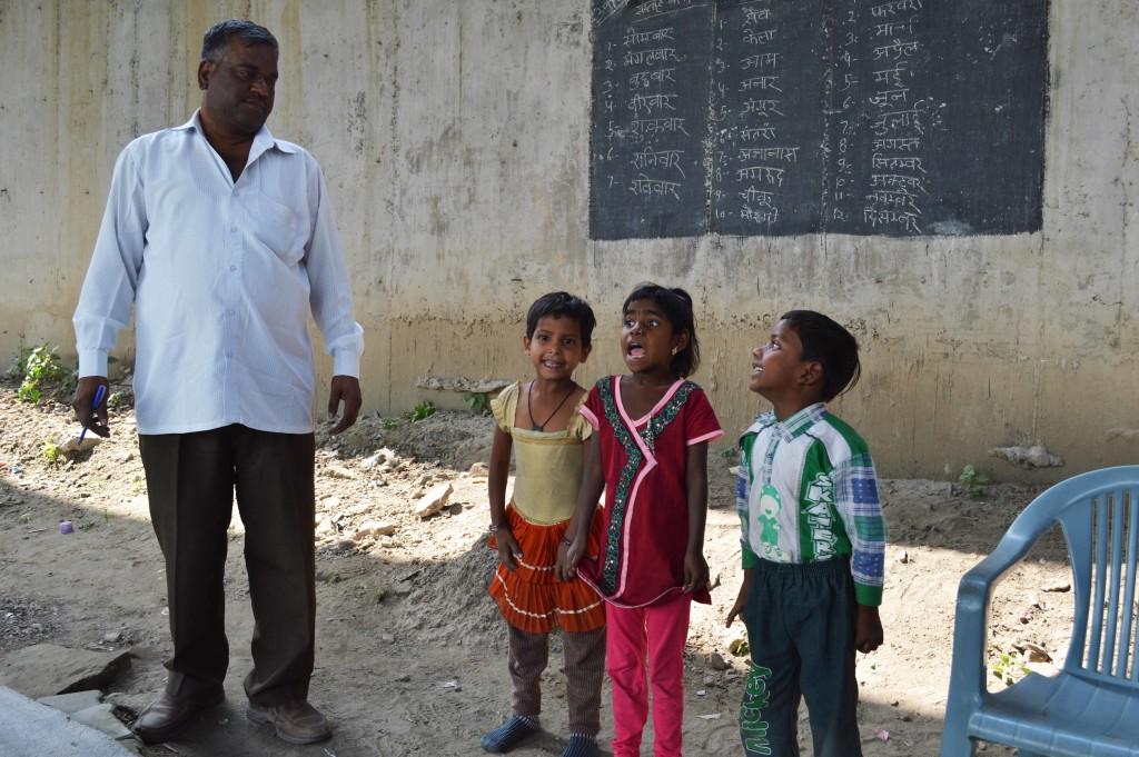 Makeshift School Under a Delhi Metro Overbridge Kindles Hope Among Students