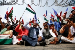 Members of Federal Alliance, a coalition of Madhesh-based parties and organisations, protesting the new Constitution near the Prime Minister's office in Kathmandu. Credit: Navesh Chitrakar/Reuters