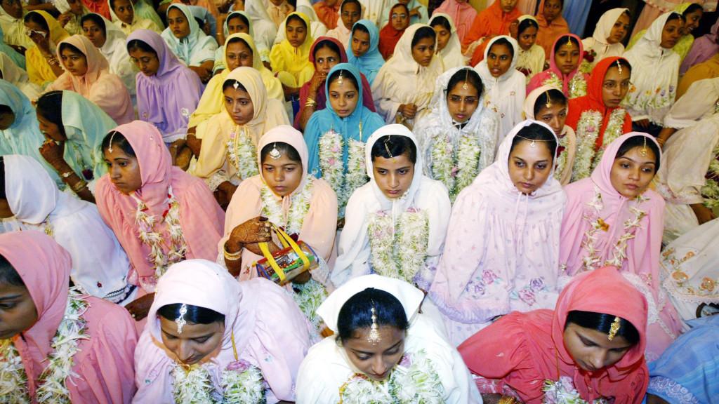 Dawoodi Bohra Muslim women at a mass marriage function in Mumbai. Credit: Reuters.