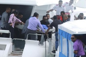 Officials carry an injured woman off the speed boat of Maldives President Abdulla Yameen (not pictured) after an explosion onboard, in Male, Maldives September 28, 2015. Credit: Reuters/Waheed Mohamed