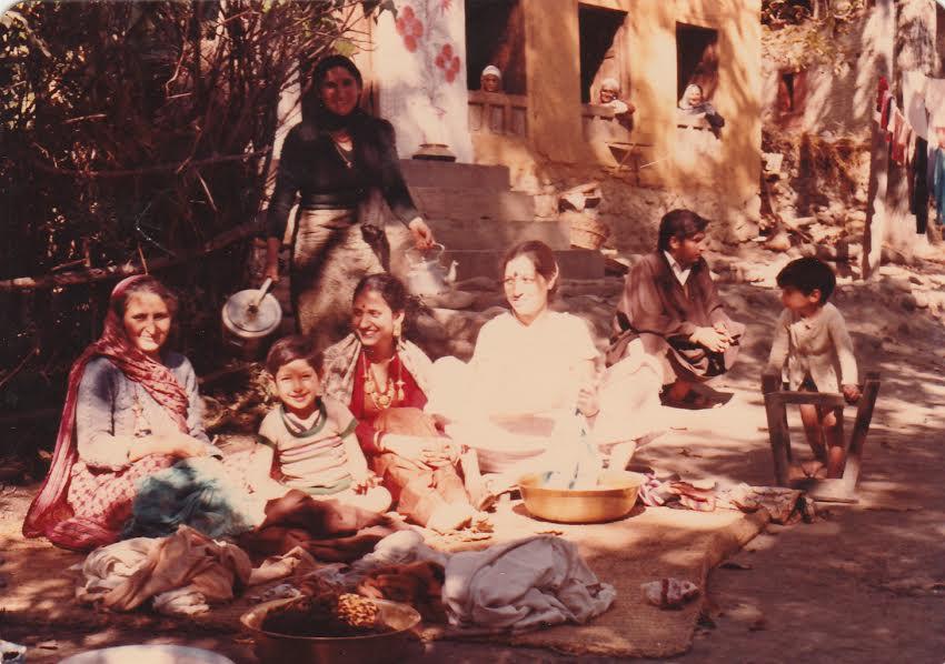 The author's family in Akura, 1984. Photo courtesy: Varad Sharma.