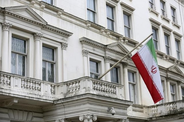 The Iranian national flag flies outside the Iranian embassy in central London, Britain August 20, 2015. Credit: Reuters/Paul Hackett