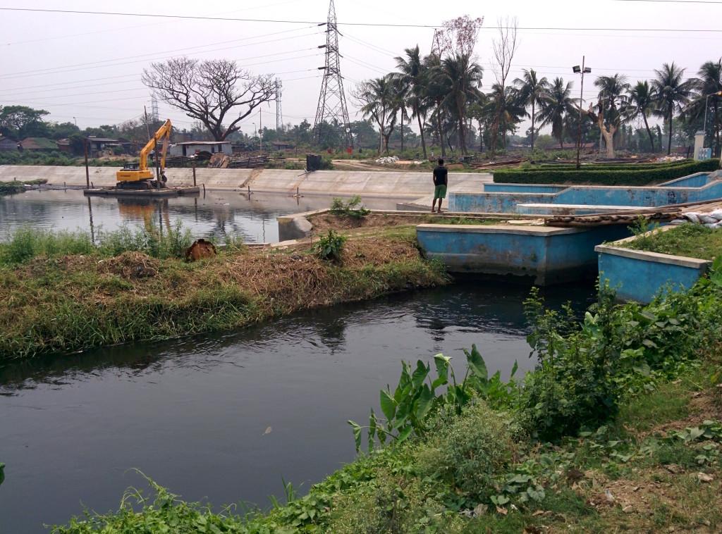 Wastewater is released into the Kolkata wetlands at the Bantala Lock Gate. Photo by Soumya Sarkar