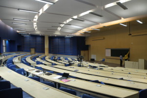 A lecture hall at IIT Bombay. UGC. Credit: Wikimedia Commons