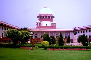 Supreme Court building with the sculpture in the foreground. Credit: Wikimedia Commons