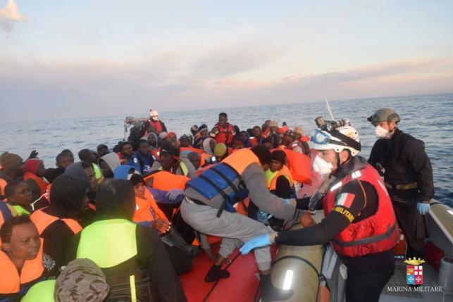 Four Migrants Found Dead in the Mediterranean, 945 Rescued