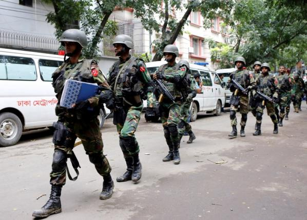 Army soldiers patrol near the Holey Artisan restaurant after gunmen attacked the upscale cafe, in Dhaka, Bangladesh, July 2, 2016. Credit: Reuters/Mohammd Ponir Hossain