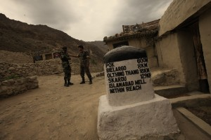 The milestone at Kargil is full of derring do but in 1999 a series of intelligence and military failures led to the death of several hundred Indian soldiers who fought hard in difficult terrain to repulse invading troops from Pakistan. Credit: Shome Basu