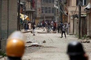 Protesters throw stones towards police during a protest against the killing of Burhan Wani, a separatist militant leader, in Srinagar, July 10, 2016. Credit: Reuters/Danish Ismail