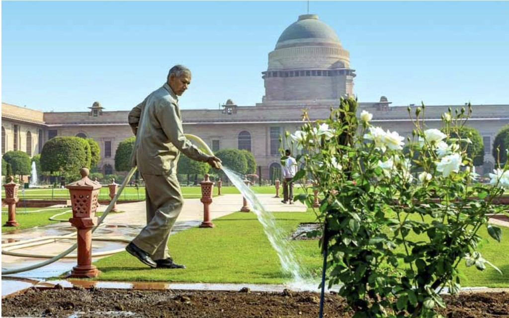 Backstage With the Workers Who Tend the First Garden of the Republic