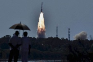 Onlookers look at sattelites being launched from Satish Dhawan Space Centre at Sriharikota. Credit: PTI