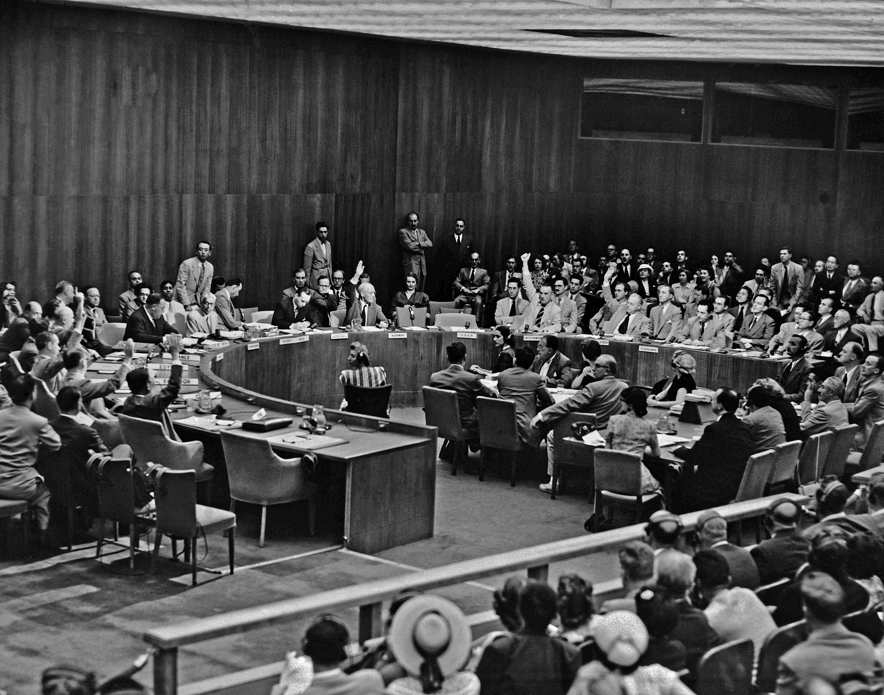 UN Security Council vote on the Sanction Resolution presented by the US, thus opening the way for unreserved military operations by the 59 UN members. With U.S.S.R. absent, and Yugoslavia voting against, the vote was seven to one in favour of the Resolution (Egypt and India reserving their vote until reception of instructions of their government). A general view of the Security Council conference room during the voting on the Sanction Resolution on Korea. On the picture, at left, the seven hands in favour of the resolution are shown raised, they stand for China (Taiwan), Cuba, Ecuador, France, Norway, United Kingdom, and USA. 27 June 1950 United Nations, Lake Success, New York. Credit: UN Photo