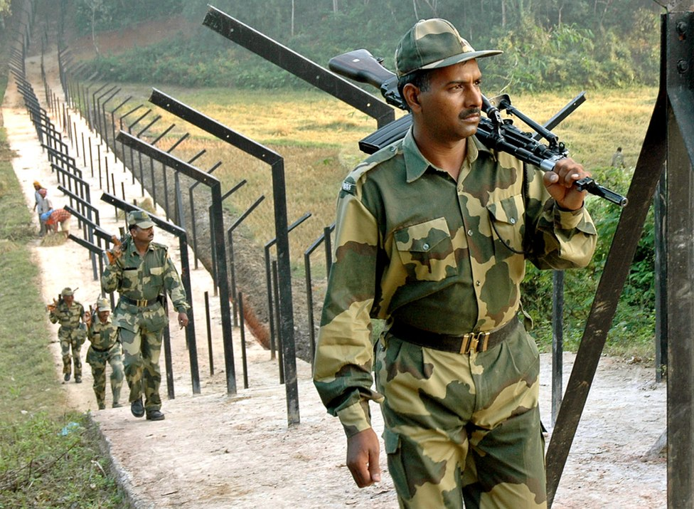 Indian soldiers patrolling the India-Bangladesh border. Credit: Reuters