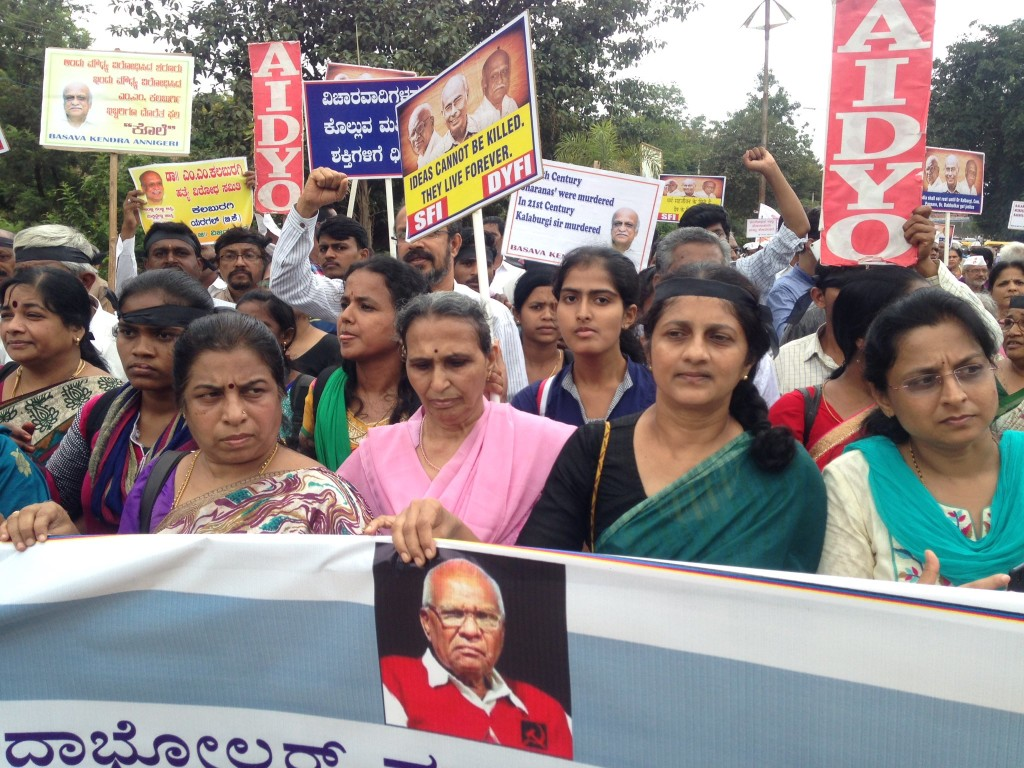 Govind Pansare's wife (in pink) leading the protest march. Credit: Siddharth Varadarajan