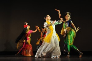 Women dancing, accompanied by Rabindra Sangeet. Credit: Wikimedia Commons