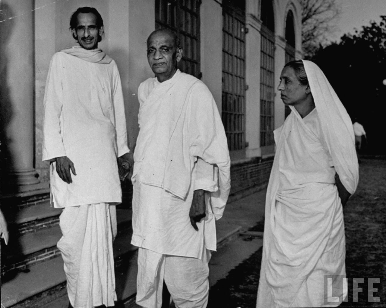 Kripalani (L) with Sardar Vallabhai Patel and Manibehn Patel. Credit: Wikimedia Commons