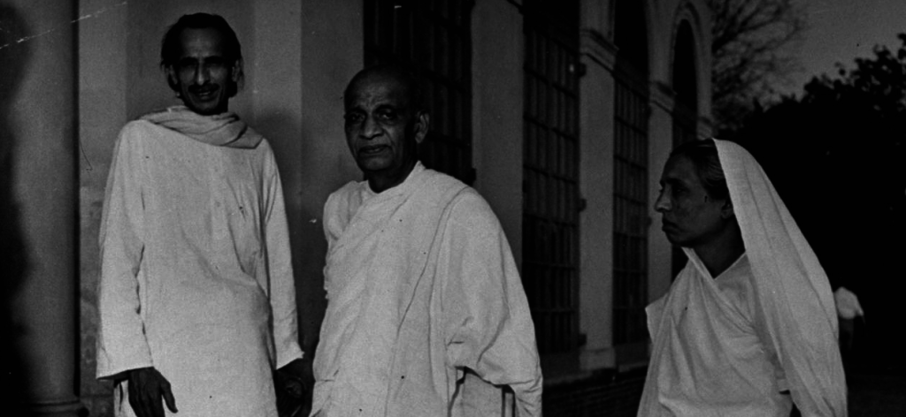 Kripalani (L) with Sardar Vallabhai Patel and Manibehn Patel. Credit: Wikimedia Commons