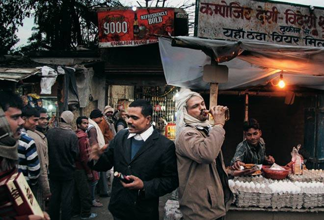 Outside a liquor store in Bihar, the way it as before the ban. Credit: Reuters
