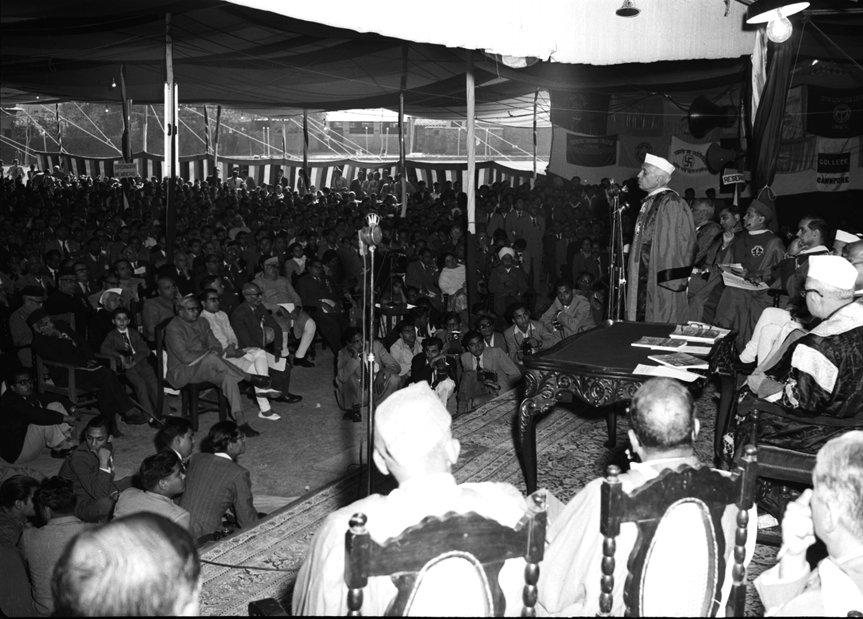 Prime Minister Jawaharlal Nehru speaking to scientists at the inauguration of the 43rd annual session of the Indian Science Congress at Agra on January 2, 1956. Credit: photodivision.gov.in