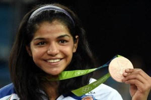 Sakshi Malik poses with her bronze medal in women's freestyle 58kg competition in Rio de Janeiro on Wednesday. Credit: PTI