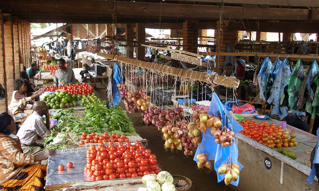 A local market in Malawi. Credit: IFPRI Images/Flickr CC BY-NC-ND 2.0