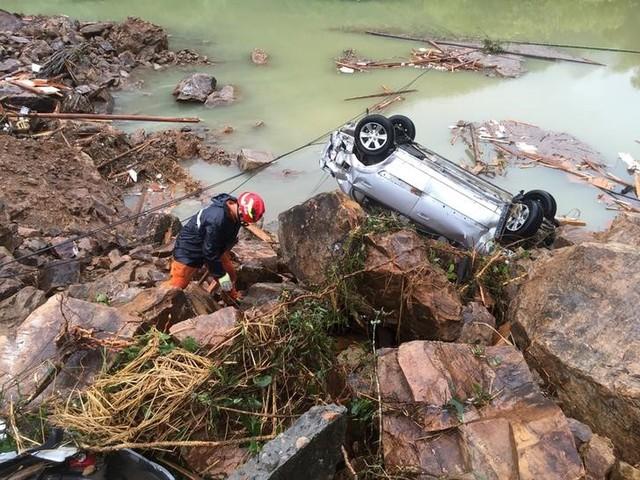 China Landslide: Rescuers Save 15 People, 32 Still Missing