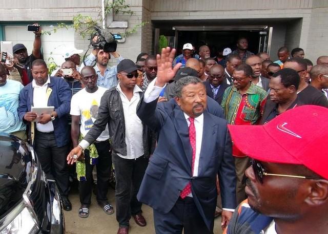 Gabon Re-elects President, Protestors Set Parliament on Fire