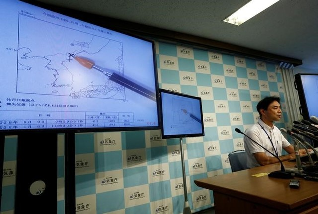 Japan Meteorological Agency's earthquake and tsunami observations division director Gen Aoki speaks next to screens showing the seismic event was indicated on North Korea and observed in Japan during a news conference at the Japan Meteorological Agency in Tokyo, Japan, September 9, 2016. Credit: Reuters/Kim Kyung-Hoon