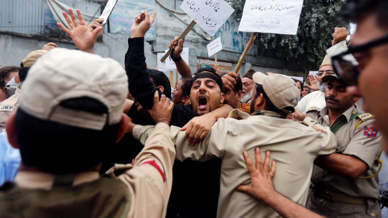 Supporters of Kashmir's main opposition National Conference (NC) party scuffle with Indian policemen during a protest against the recent killings in Kashmir, in Srinagar, August 8, 2016. Credit: Reuters/Danish Ismail