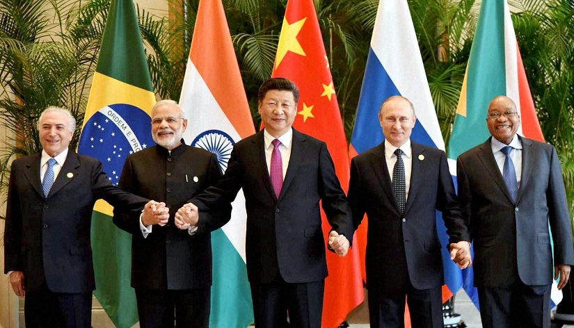 Hangzhou:Prime Minister Narendra Modi with Chinese President Xi Jinping, Russian President Vladimir Putin, South African President Jacob Zuma and Brazilian President Michel Temer posing for a group photo before the BRICS meeting in Hangzhou, China on Sunday. Credit: PTI