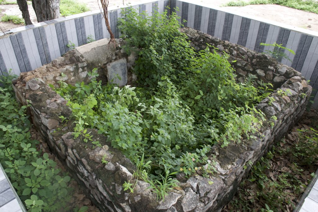 A British officers' grave on the outskirts of Assaye. Credit: Aditya Ramanathan