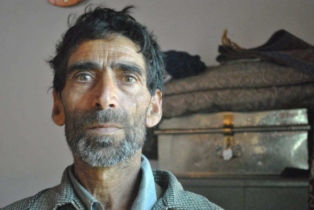 Mansoor Ahmed Lone, father of 25-year-old farmer Mohammed Akbar Lone, who was shot on August 16, 2016. Credit: Rohini Mohan