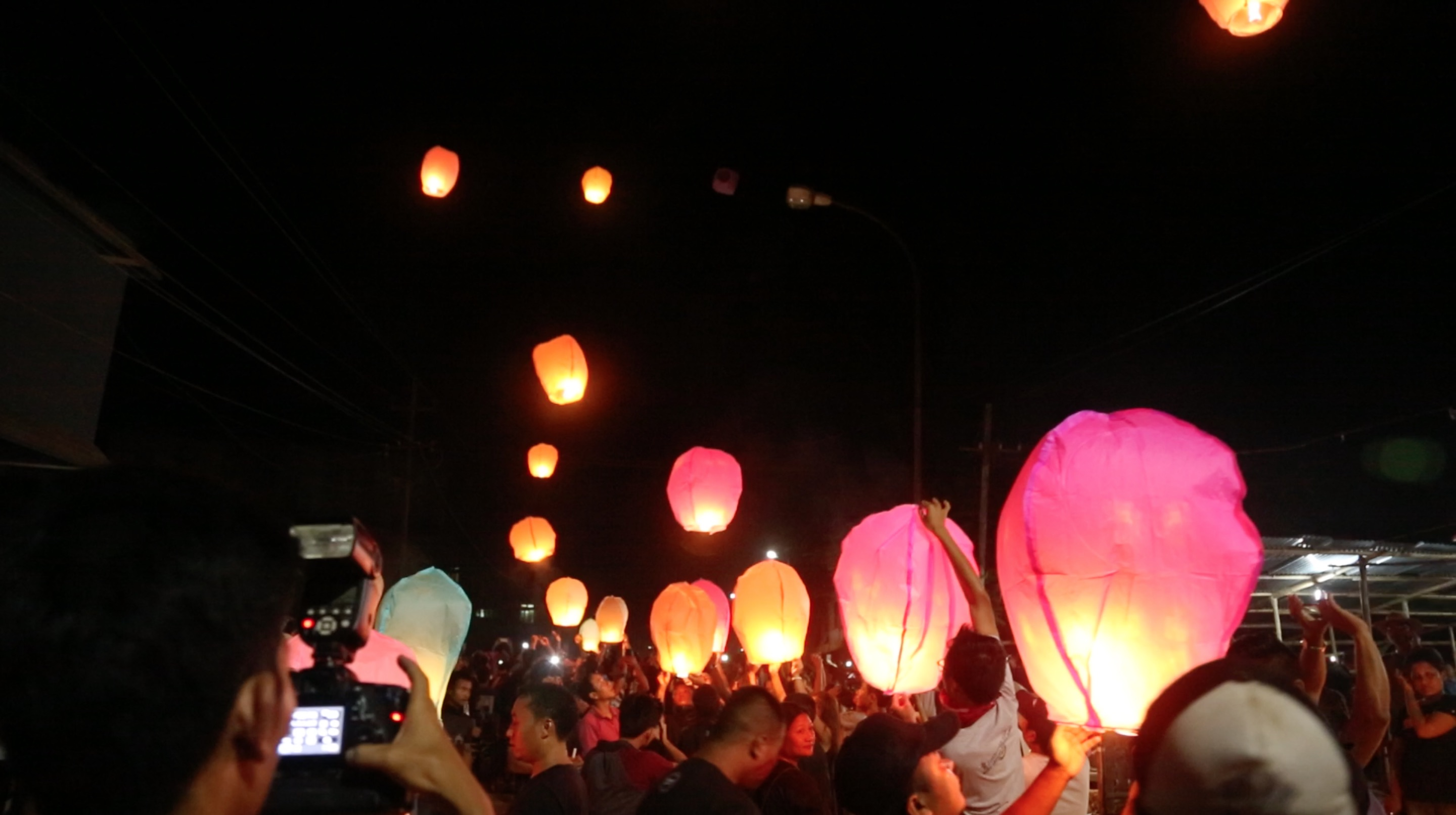 Many sky lanterns were released at the end of the meeting to pay respect to the deceased. August 31, 2016. Credit: Akhil Kumar