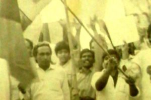 MRD activist demonstrating against President Zia-ul-Haq in 1985 in Punjab. The child leading the protest holding PPP flag is Fraz Wahlah who became the youngest political prisoner of MRD after his arrest along with his father, late MS Wahlah Advocate. Credit: Wikimedia Commons