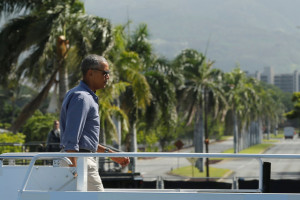 US President Barack Obama boards Air Force One to depart for a visit to Papahanaumokuakea Marine National Monument at Midway Atoll, from Joint Base Pearl Harbor-Hickam, Hawaii, US September 1, 2016. Credit: Reuters/Jonathan Ernst