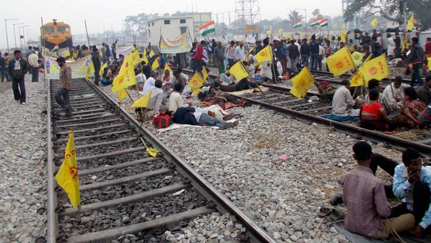 Freedom Under Fire: Dalits Want 'Rail Roko' in Gujarat;Tamil Nadu Village Charged With Sedition