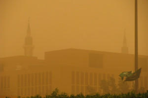 The Saudi Arabian flag flying outside Al-Imam Muhammad Ibn Saud Islamic University in Riyadh during a sandstorm. Credit: Peter Dowley/Flickr CC BY 2.0