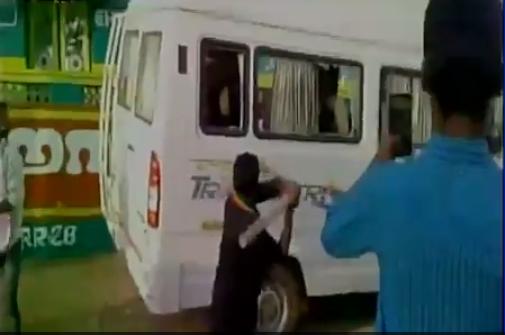 Screenshot from a video showing a bus from Karnataka being vandalised in Rameswaram, Tamil Nadu. Credit: Twitter