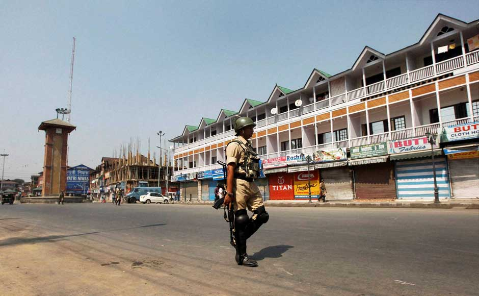 Curfew Lifted from Entire Kashmir but Separatist Strike Continues