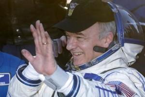 The International Space Station crew member Jeff Williams of the US waves as he speaks on a satellite phone after landing near the town of Zhezkazgan (Dzhezkazgan), Kazakhstan, September 7, 2016. Credit: Reuters/Maxim Shipenkov/Pool