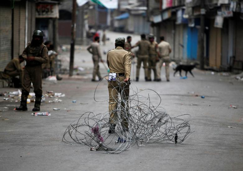 After Pellets, Kashmir Police Turn to Nocturnal Raids and Mass Arrests