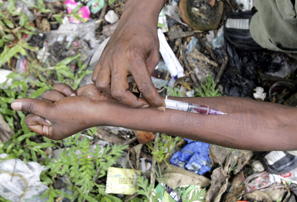 An injecting drug user injects himself with Fortwin on a roadside in Siliguri. Credit: Reuters/Rupak De Chowdhuri