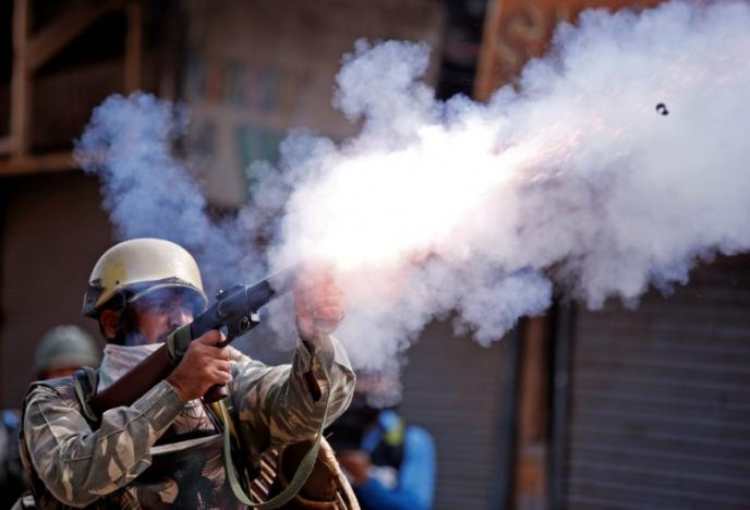 A policeman fires a teargas shell towards demonstrators during a protest against the recent killings in Kashmir, in Srinagar September 13, 2016. Credit: REUTERS/Danish Ismail