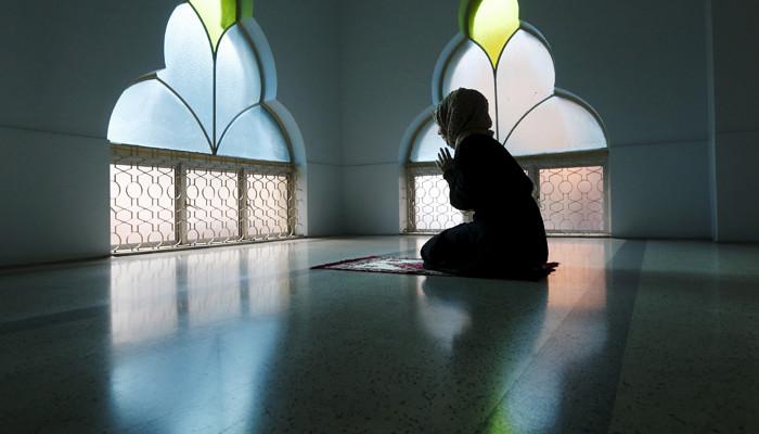 woman prays