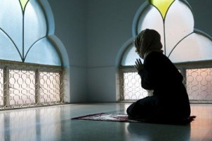 woman prays featured
