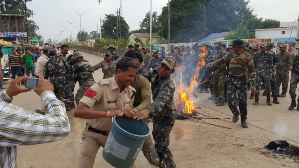 Security Forces in Chhattisgarh Burn Effigies of Petitioners, Journalist, Activists
