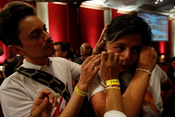 A supporter of the Yes vote cries after the nation voted No in a referendum on a peace deal between the government and FARC rebels, at Bolivar Square in Bogota, Colombia, October 2, 2016. Credit: Reuters