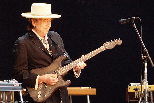 Giving Bob Dylan the Literature Nobel Reinvents the Literary Canon